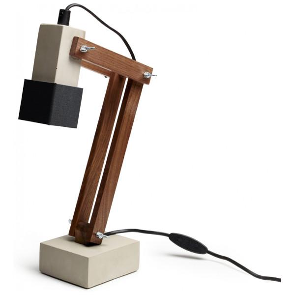 Skrivbordslampa Betong Valnöt Tove Adman från Inget märke