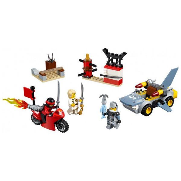 Lego Juniors - Shark Attack 10739 från Lego